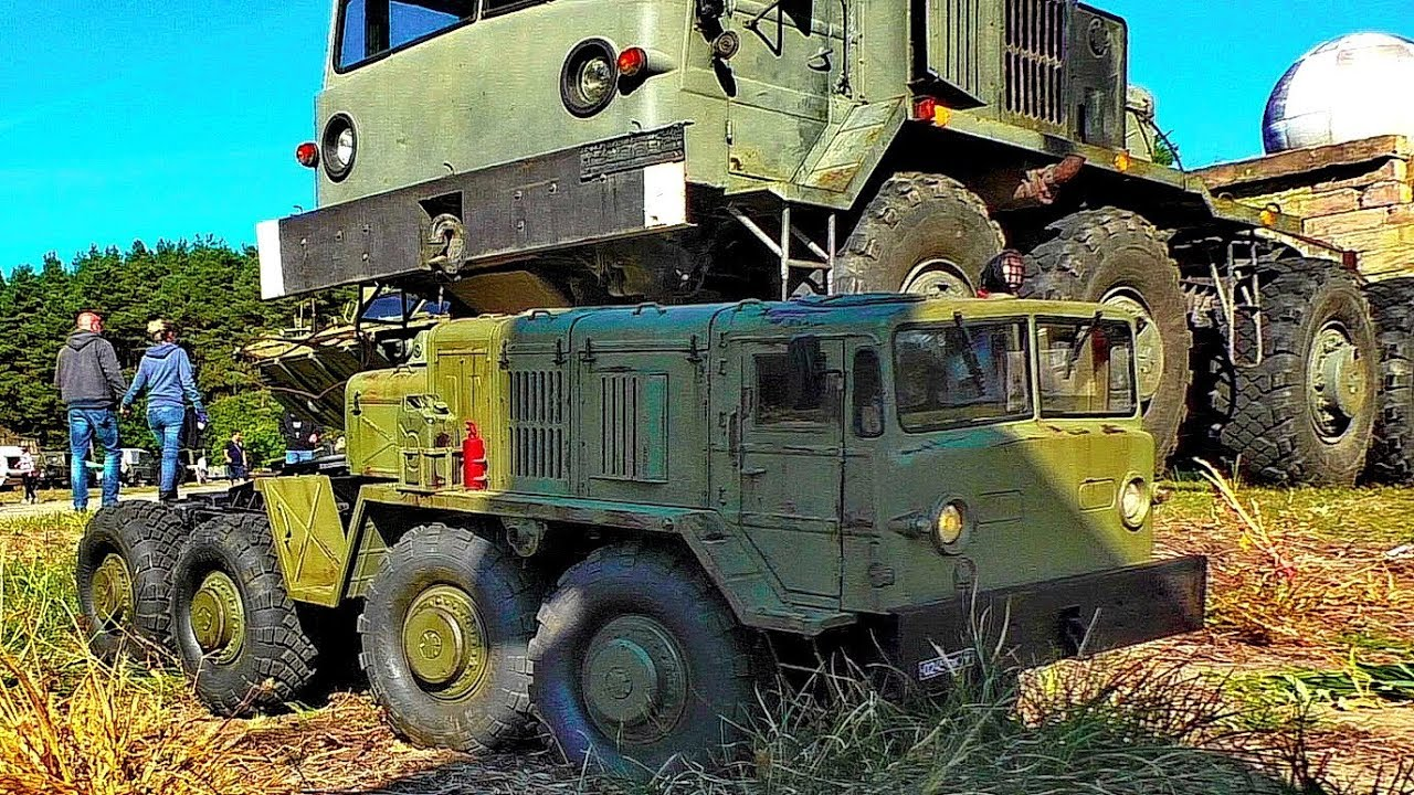 BEAUTIFUL OLD RC MILITARY TRUCK MAZ-537 MEETS HIS BIG BROTHER THE ORIGINAL MILITARY VEHICLE МА3-537