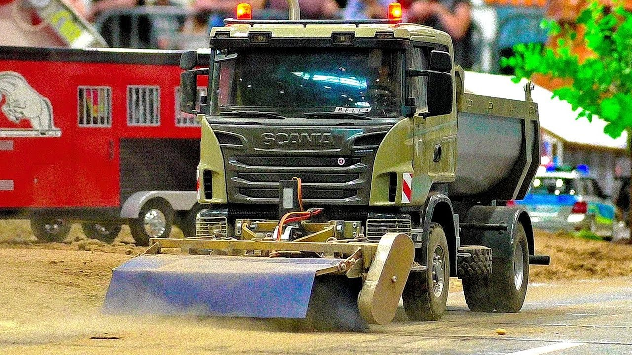 STUNNING RC SCALE 1:16 MODEL TRUCK WITH AMAZING FUNCTIONALITY IN MOTION ON A FANTASTIC PARCOUR