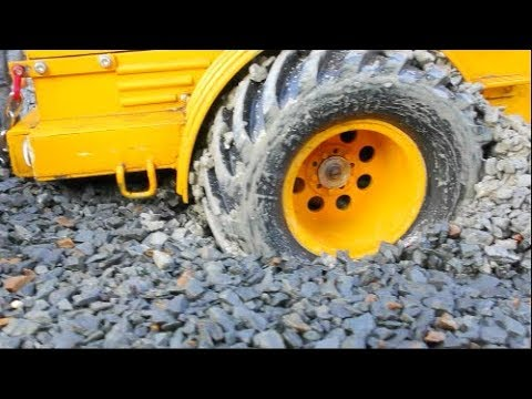 HEAVY RC CONSTRUCTION VEHICLES STUCK IN THE GRAVEL! COOL RC RESCUE ACTION! HEAVY MACHINES STUCK!
