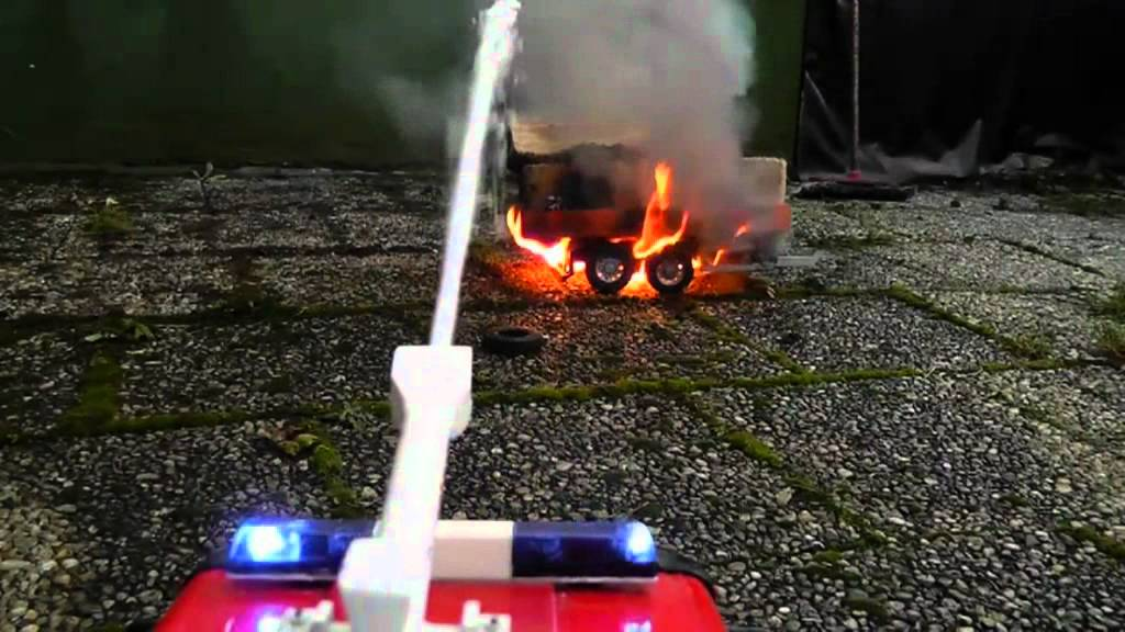 Heavy fire at the timber trailer! Fantastic rc live action ! Fantastic rc fire truck! Feuer