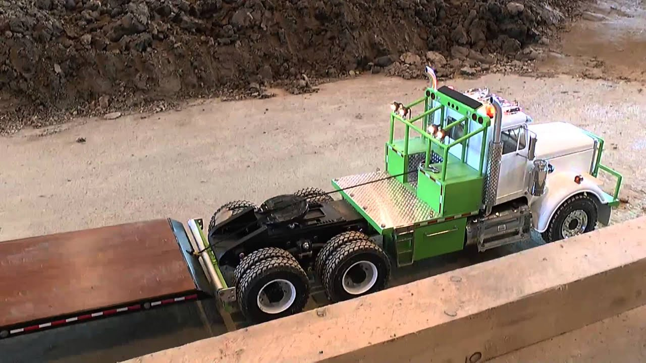 RC CONSTRUCTION SITE, US TRUCK AND TRAILER