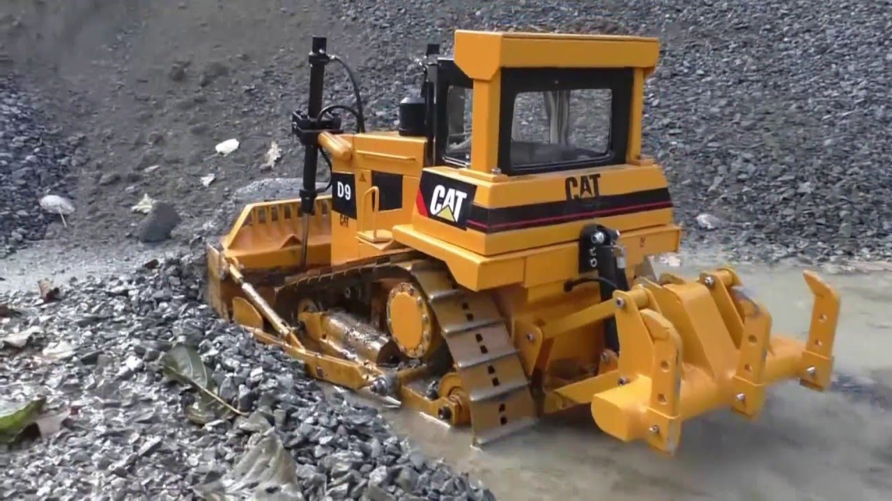 RC CAT D9 –  HEAVY D9 DOZER – MUD, GRAVEL, WATER IS NO PROBLE !