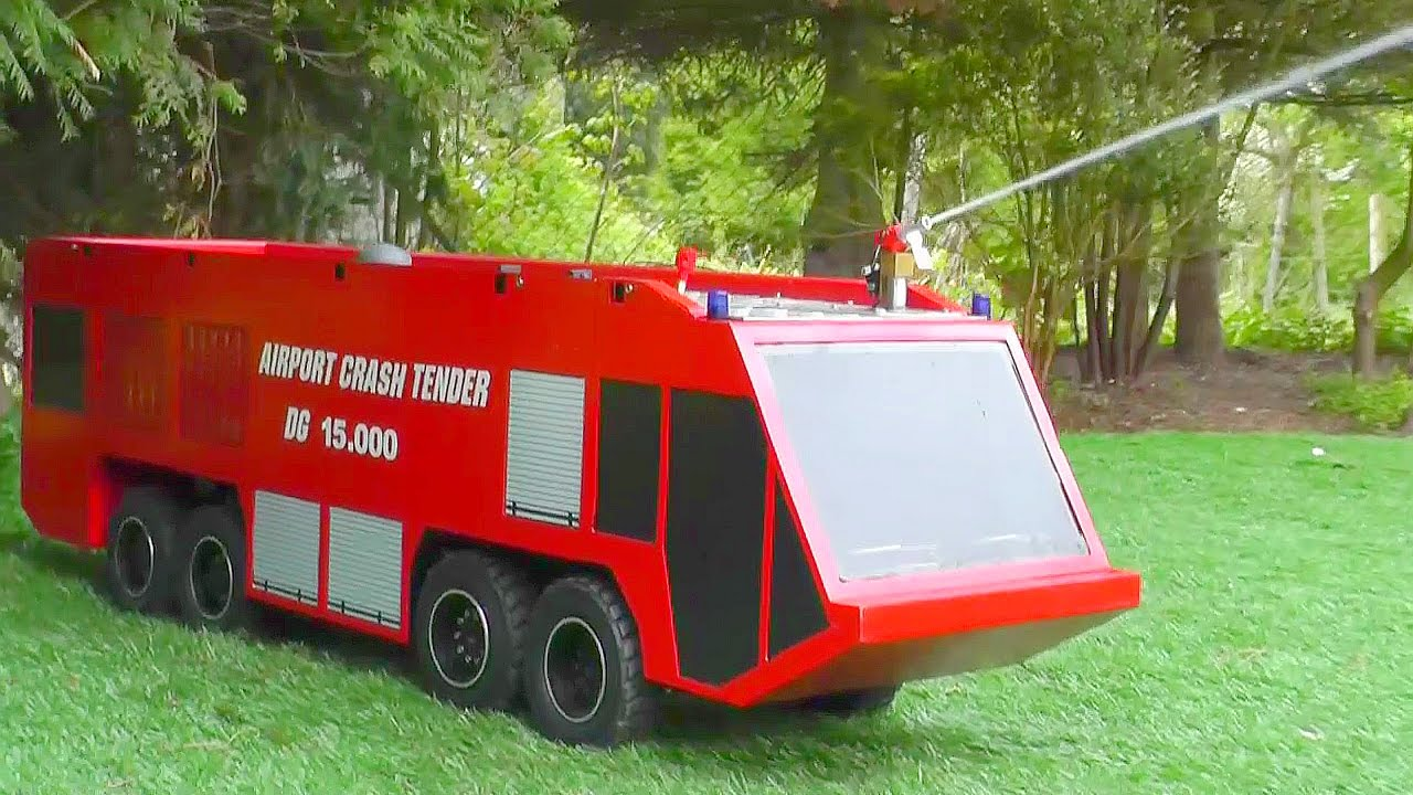 HUGE RC AIRPORT FIRE TRUCK🔥AIRPORT CRASH TENDER🔥SCALE 1/8🔥RC LIVE ACTION! feuerwehr