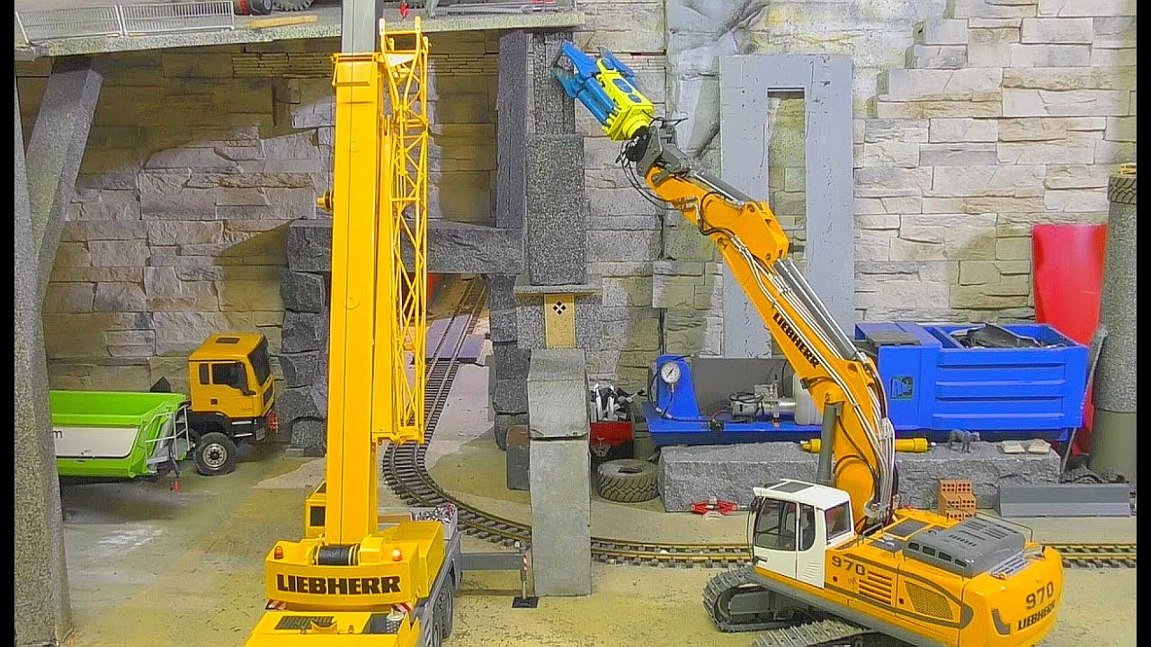 Rc construction machines! Cool Liebher 970 Bager & Crane! Special equipment! Rc live action 2017