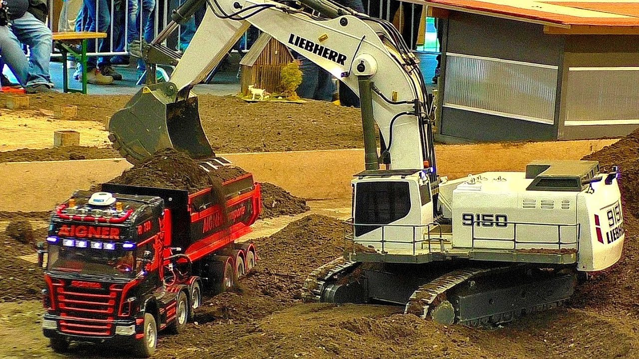 HUGE RC EXCAVATOR LIEBHERR 9150 MODEL MACHINE IN SCALE 1:8 WORKING HARD AT THE RC CONSTRUCTION SITE