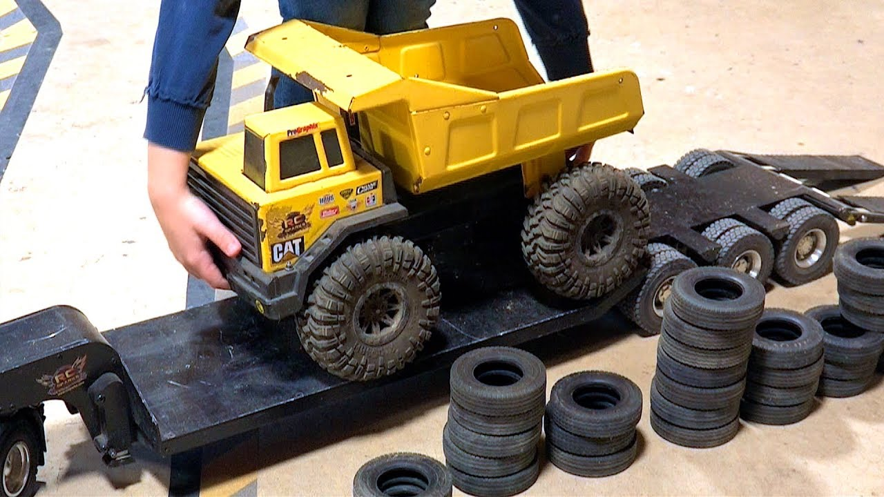 Father & Son play w/ Trucks & Trailers – Maurice Wants to Try! | RC ADVENTURES