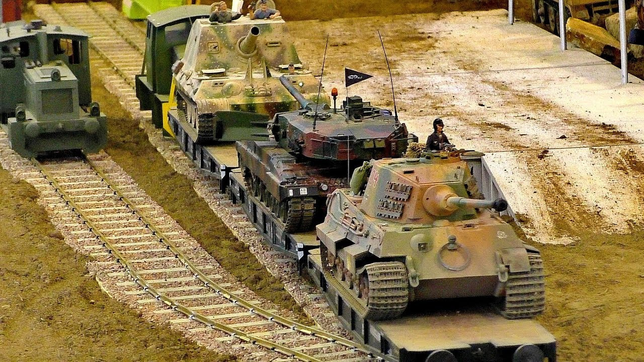 AMAZING RC MILITARY VEHICLES IN MOTION ON A FANTASTIC PARCOUR
