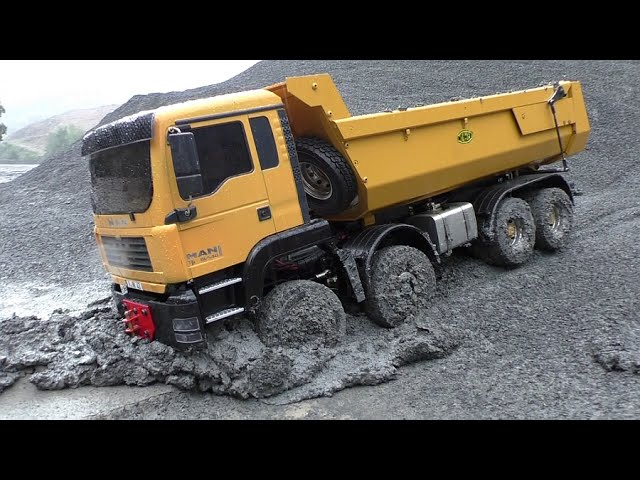 RC CONSTRUCTION | No chance without all-wheel drive! R/C man in the Mud