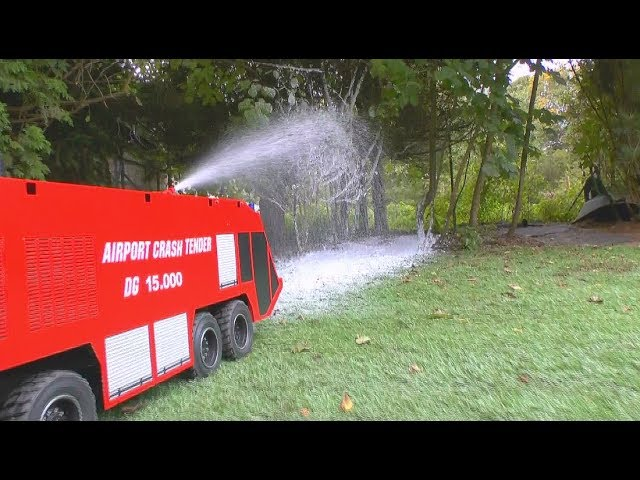 RC AIRPORT FIRE TRUCK! HEAVY SCALE MODEL 1/8 !BIG FIRE ENGINE1 RCLIVE AKCIJA!