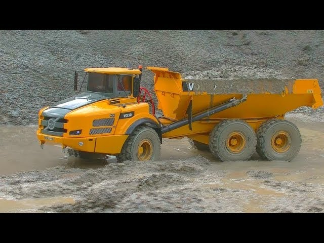 RC TRUCKS IN THE MUD! HEAVY NEW VOLVO A45G IN THE SLUSH! RC LIVE ACTION MACHINES AT THE MUD ZONE!