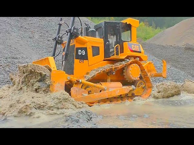 RC CONSTRUCTION! RC CONSTRUCTION EQUIPMENT AT WORK! FANTASTIC RC ADVENTURE! RC TRUCKS IN THE MUD!