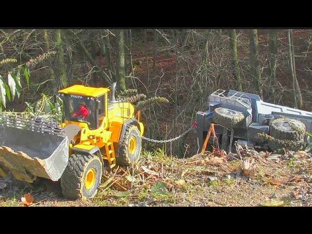 RC CONSTRUCTION MACHINES IN DANGER! FANTASTIC RC VEHICLES WORK SO HARD! DANGER SITUATION FOR THE RC