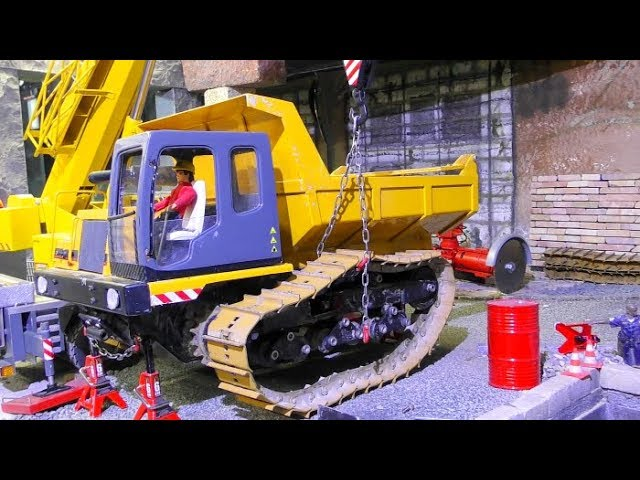 RC TRUCK REPAIR! COOL RC ACTION WITH THE LIEBHERR CRANE TRUCK! KLAUS THE WORKER IN ACTION! NICE RC