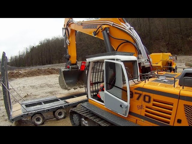 HEAVY RC LIEBHERR 970 DIGGER TRANSPORT!  COOL RC VEHICLES AT THE REAL CONSTRUCTION ZONE! STRONG RC