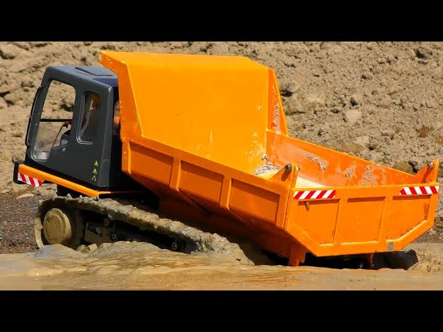 RC TRACK TIPPER STUCK DEEP IN THE MUD! COOL RC ACTION VIDEO ! HEAVY RC VEHICLES AND MACHINES AT WORK