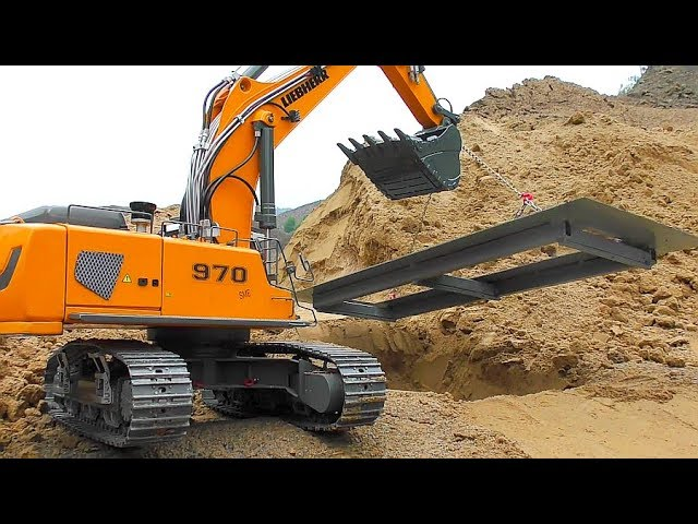 AWESOME RC CONSTRUCTION SITE! MODIFIED LIEBHER R970 AT WORK! COOL RC SCALE VEHICLES IN ACTION