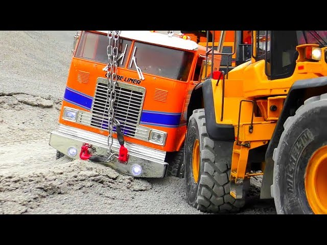 Cool RC Trucks and Vehicles in Motion! Work at the biggest RC Construction Site!
