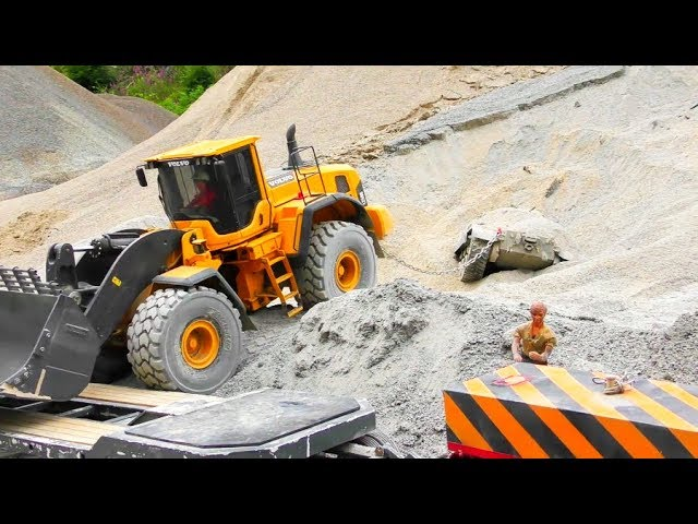 Fantastic RC Construction Site! Mercedes Arocs 6×6 in Action! Found a old Tank