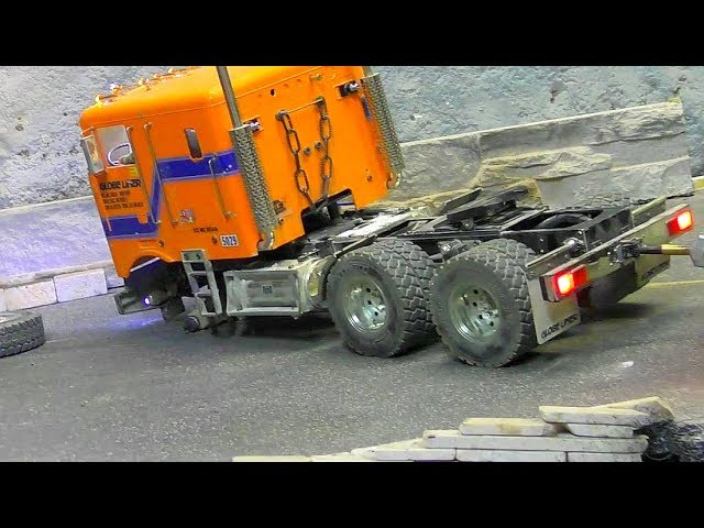 RC Truck loses Wheel! New Russian Ural 4320 with Low Loader first ride!