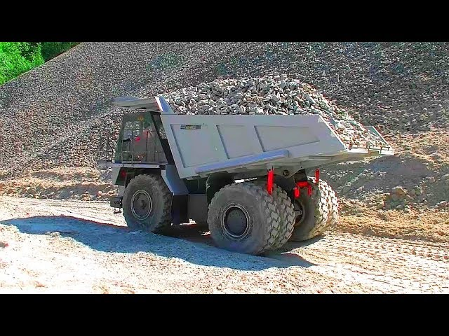 RC Komatsu HD 405! Truck and Trailer Rescue on the Construction Zone!