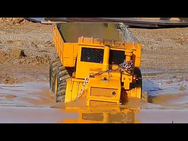 RC in the Mud! Tipper Stuck! 6×6 or 8×8 best Scenes at the BIGGEST RC Cocnstruction!