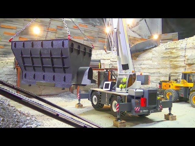 RC SCREENING SYSTEM DISMANTLING! HEAVY LIEBHERR MOBILE CRANE LRT 1100 NA POSLU! LRT AT WORK