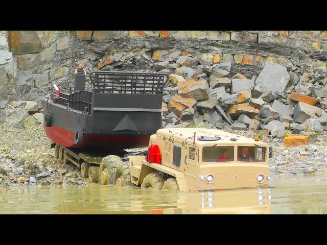RC LANDING CRAFT LCM3!COOL TRANSPORT WITH THE MAZ 537! MAN IN THE MUD