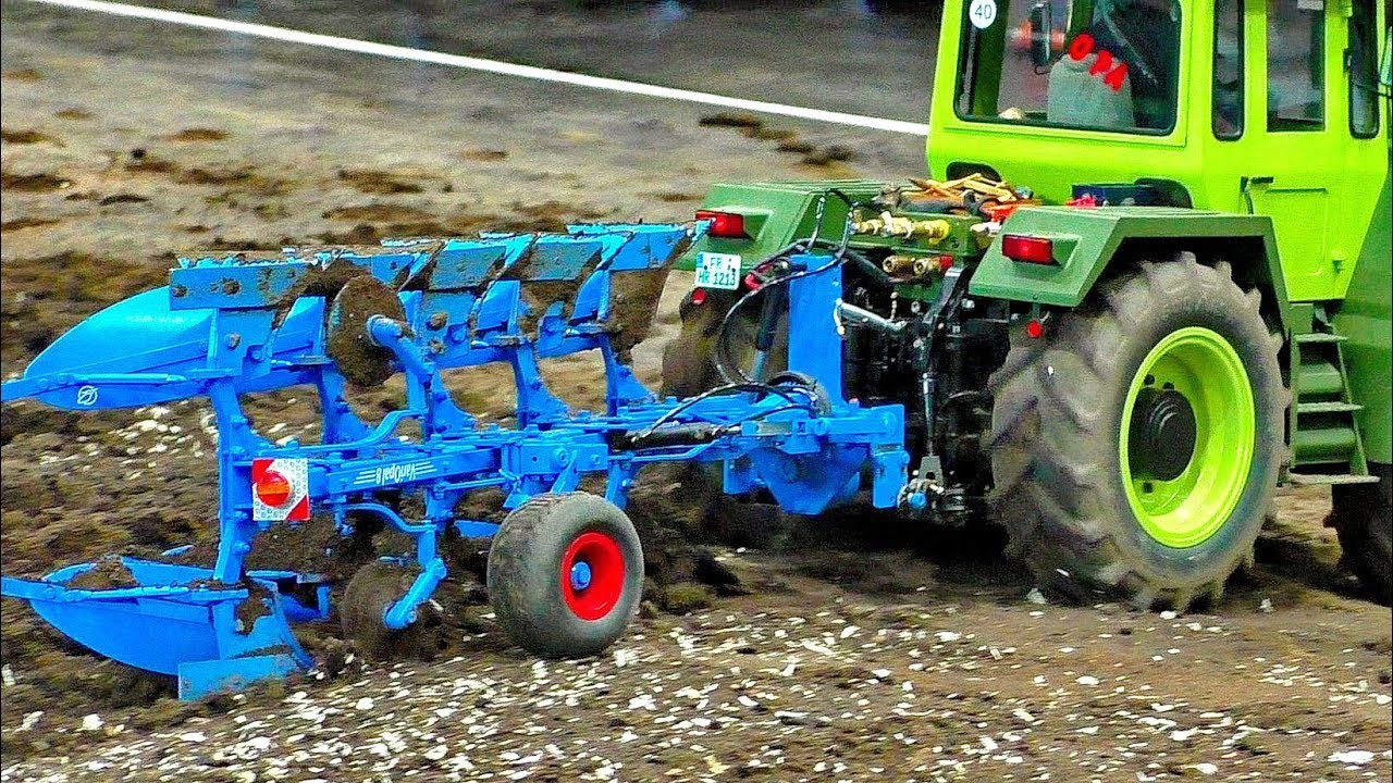 AMAZING RC SCALE MODEL MACHINE TRACTOR MB-TRAC 1600 TURBO WITH LEMKEN PLUGH AT HARD WORK ON A FIELD