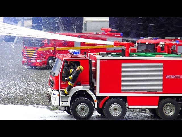 WORLD BIGGEST RC FIRE TRUCKS IN ACTION! HUGE HOUSE FIRE FANKFURT GERMANY! MIGLIORI RC VIGILI DEL FUOCO