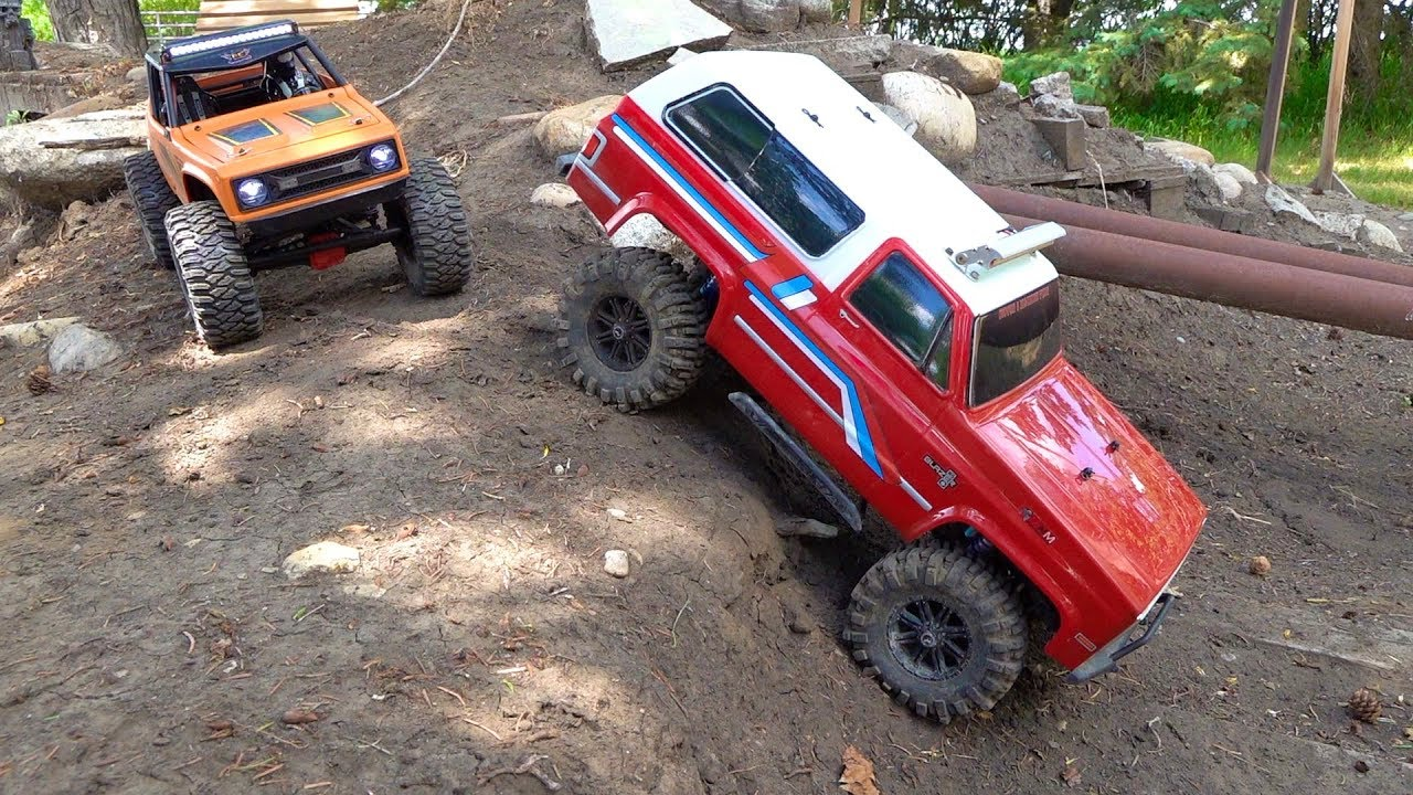 Two Trucks Complete a LARGE BACKYARD SCALE TRAIL COURSE! Chevy Blazer & Wraith | RC AVONTUREN