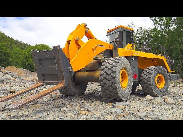 THE WORLD OF RC CONSTRUCTIO VEHICLES, STRONG LOADER, KOMATSU, LIEBHERR, MAZ 537 CONSTRUCTION ZONE