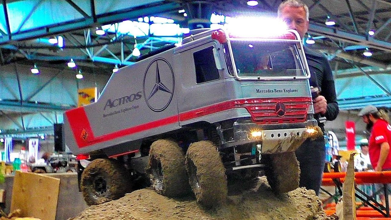 STUNNING RC OFF-ROAD TRUCK IN THE MUD ACTROS  6X6 6WD RC MODEL AT HARD WORK AND IN MOTION