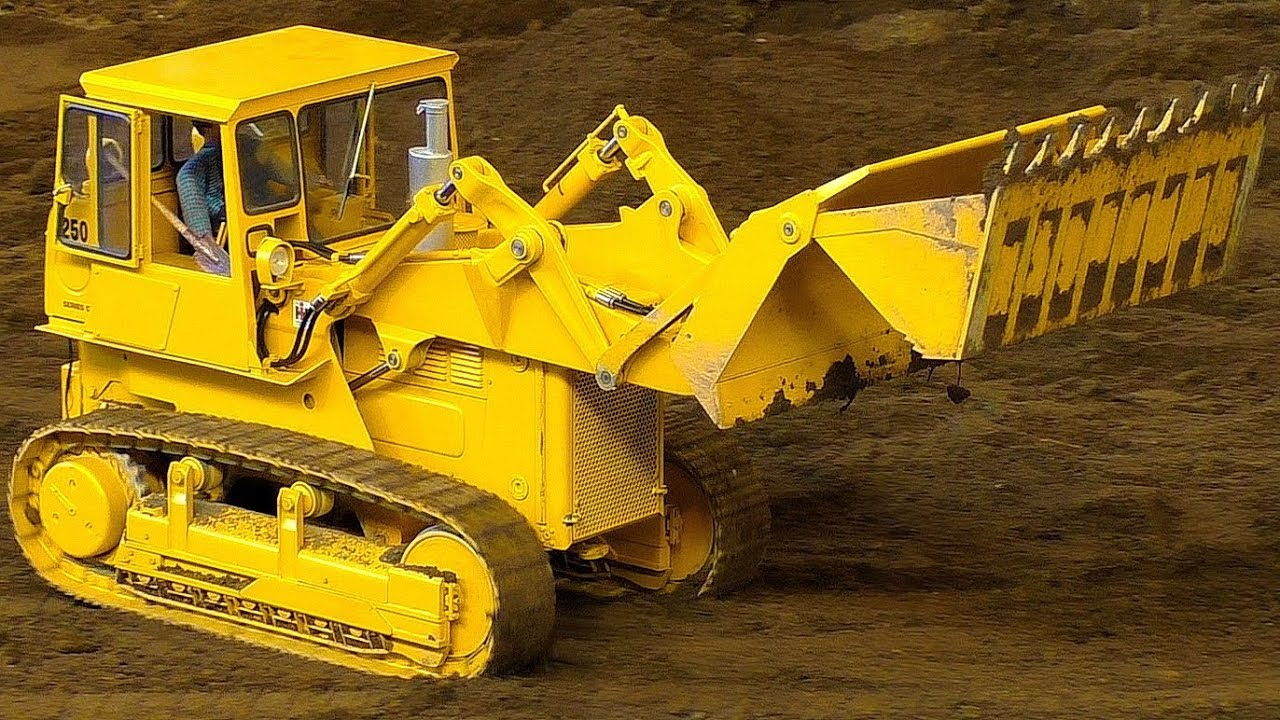 """INCREDIBLE RC SCALE MODEL DOZER """"INTERNATIONAL 250C"""" WITH AMAZING FUNCTIONALITY AT WORK"""