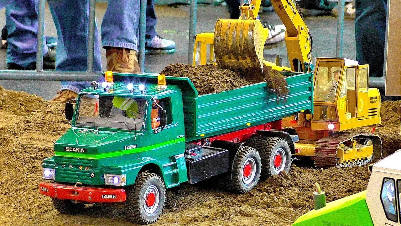 RC CONSTRUCTION SITE WITH FASCINATING POWERFUL RC CONSTRUCTION MACHINES AT WORK