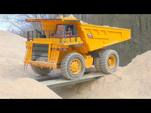 CATERPILLAR 777D RC! BIGGEST RC CONSTRUCTION SITE! AROCS 6X6 ! MAZ 537 RC! BEST RC 2019