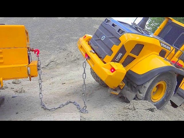 最大的RC建筑工地! HEAVY RC VEHICLES WORK REAL! VOLVO WHEEL LOADER IN DANGER! COOL RC TOY