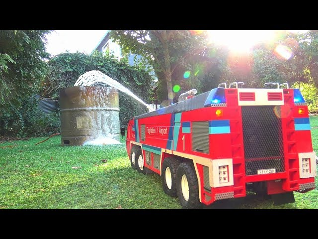 PLANE KEROSENE TANK FIRE! RC SIMBA 8X8 IN ACTION! HEAFY FIRE! FLF AIRPORT FIRE TRUCK ACTION