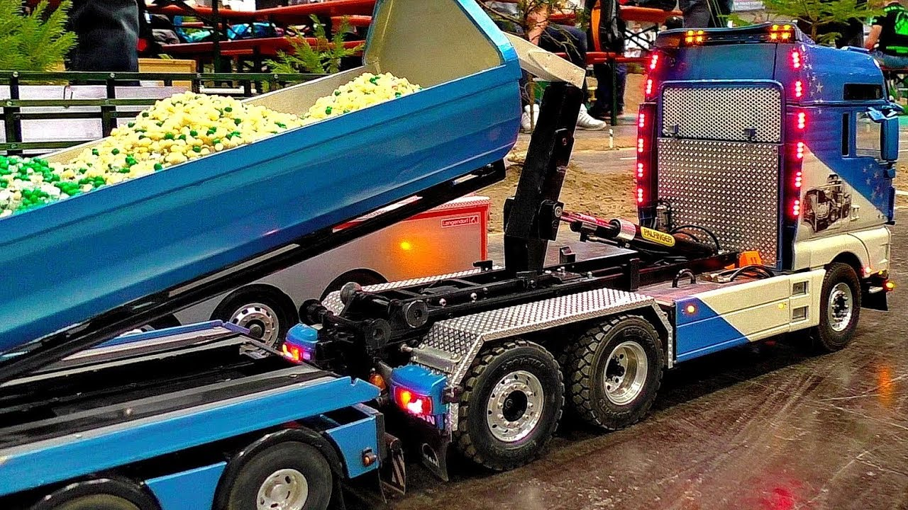 RC SCALE MODEL TRUCKS WITH AMAZING FUNCTIONALITY IN MOTION ON A FANTASTIC PARCOUR