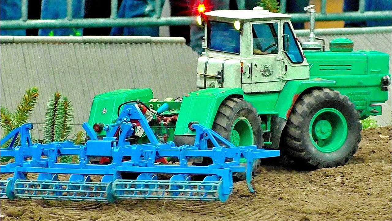 POWERFUL RC MACHINE RUSSIAN TRACTOR CHARKOW T-150K SCALE 1:16 MODEL AT WORK ON A FIELD