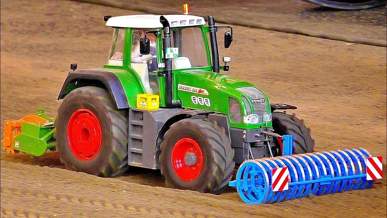 RC AGRICULTURE IN SCALE 1:8 POWERFUL MODEL MACHINES WORKING ON A FIELD