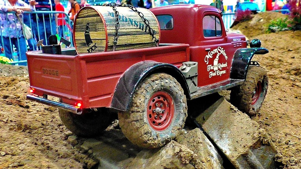 NICE POWER WAGON RC OFF-ROAD TRUCK IN ACTION 4X4 4WD RC MODEL AT HARD WORK AND IN MOTION