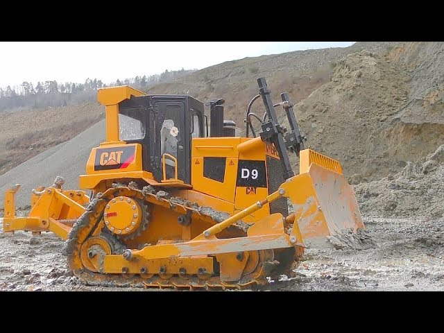 RC VEHICLES WORK AT THE HUGE CONSTRUCTION SITE! GRANDE D9 DOZER! STRONG KOMATSU LOADER! HD 405 STUCK