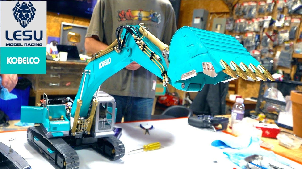 "BUILDING a ""KOBELCO EURO"" Pelle (Piste Hoe) – LESU ALL Metal PC360 Kit PT 5 