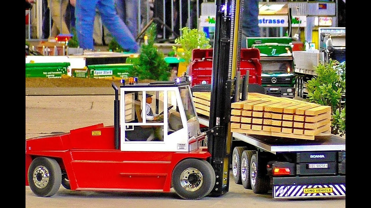 RC FORKLIFT IN SCALE 1:8 WOW !!! AMAZIMG !!! POWERFUL MODEL MACHINE AT WORK AND IN MOTION