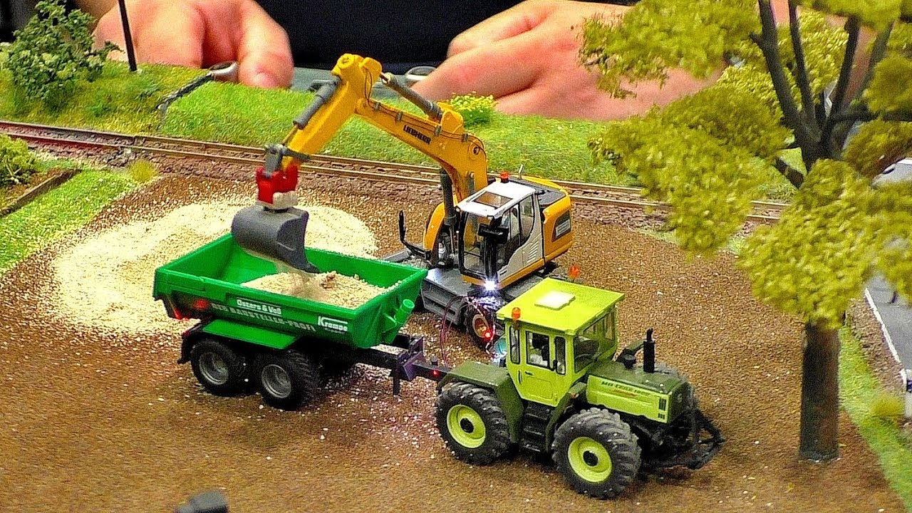 MINIATURE MICRO RC MODEL MACHINES IN SCALE 1:87 ON A DIORAMA WITH AMAZING FUNCTIONALITY IN MOTION