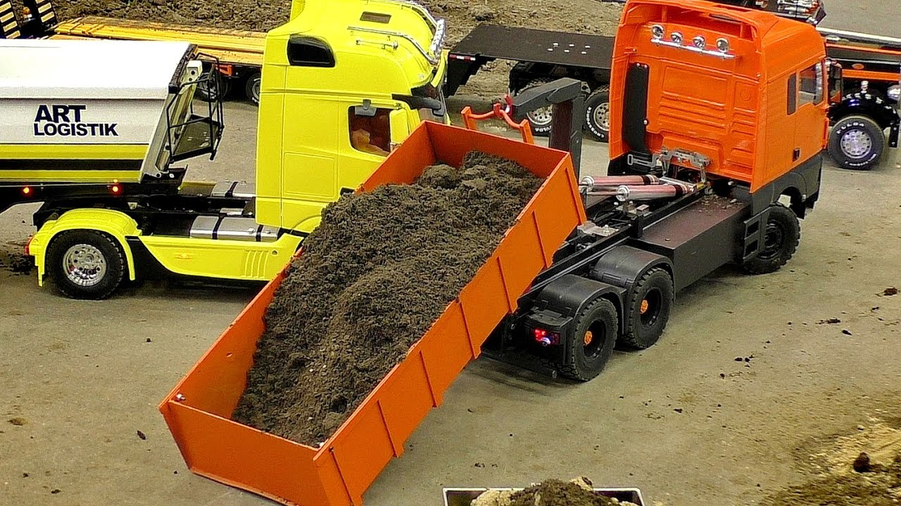 RC CONSTRUCTION SITE IN SCALE 1:16 / MAN RC MODEL TRUCK AT THE HARD WORK
