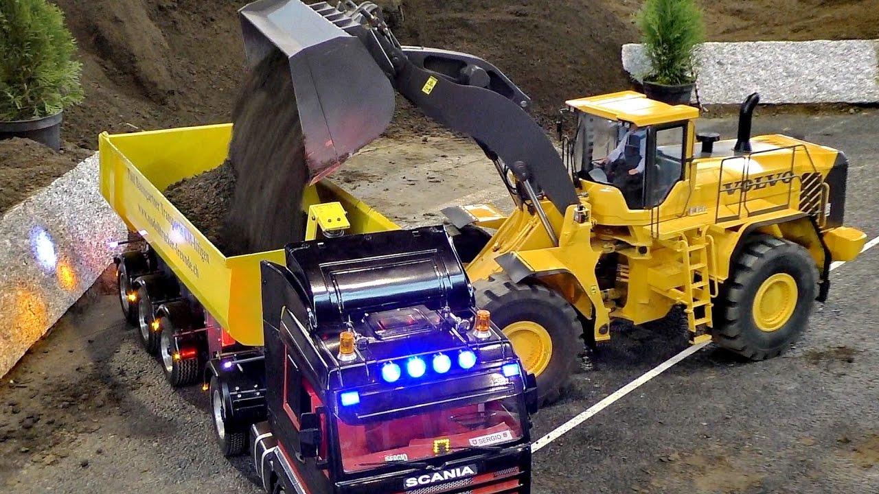 XXXL RC CONSTRUCTION SITE IN SCALE 1:8 CAT AND VOLVO AT WORK / Faszination Modellbau 2016