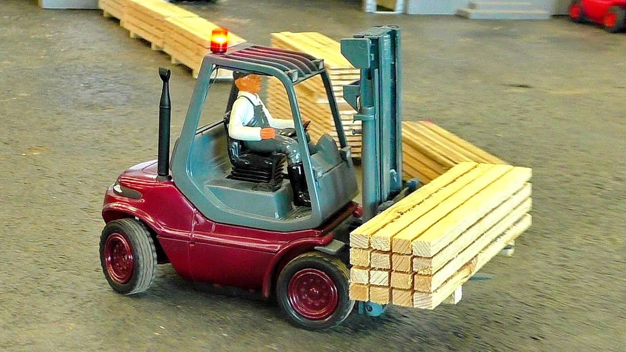 AWESOME RC LINDE MODEL FORKLIFT IN SCALE 1:16 AT THE HARD WORK
