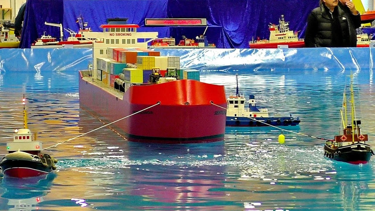 HUGE RC CONTAINER SHIP BEING TOWED AWESOME RC MODEL SHOW