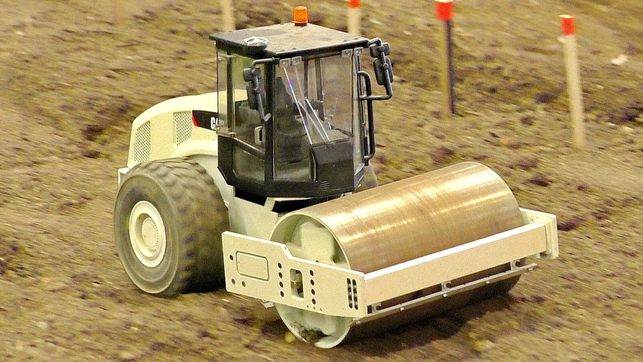 RC MODEL SINGLE DRUM COMPACTOR CATERPILLAR IN SCALE 1:14 WONDERFUL CONSTRUCTION MACHINE